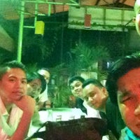 Photo taken at Isang's Chicken Inasal by FourShat on 10/11/2013