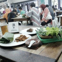 Photo taken at Warung Nasi AMPERA by Nuryaman B. on 6/1/2014