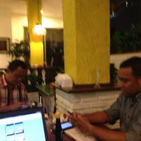 Photo taken at Cwie Mie Malang / Roellie's Steak by Yoni I. on 3/20/2014