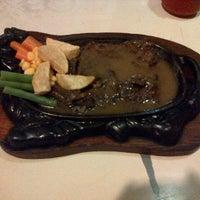 Photo taken at Dunia Steak by 테디 Antonius Teddy Susanto on 4/28/2013
