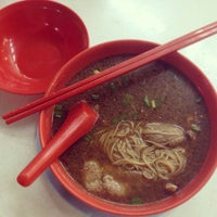 Photo taken at Seng Kee Black Herbal Chicken Soup by Heni D. on 2/8/2013