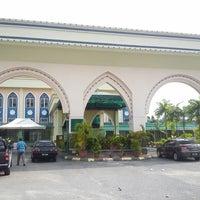Photo taken at Masjid Baru Kg Sg Merab Luar by Hafeez R. on 9/13/2013