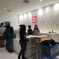 Photo taken at UNIQLO by ,7TOMA™®🇸🇬 S. on 1/1/2015