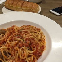 Photo taken at Pizza Hut by Khairunnisa R. on 10/18/2015
