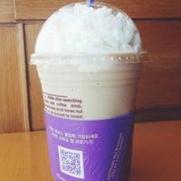 Photo taken at The Coffee Bean & Tea Leaf by Cheoloh N. on 3/22/2014