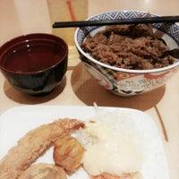 Photo taken at Yoshinoya (吉野家) by Reny W. on 9/11/2013
