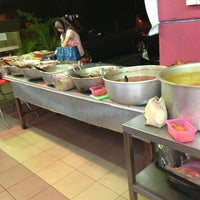 Photo taken at Restoran Belauk by Redz on 3/16/2013