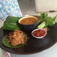 Photo taken at Rumah Cupcakes & BBQ by Iwan P. on 10/11/2015