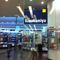 Photo taken at Books Kinokuniya (คิโนะคูนิยะ) 紀伊國屋書店 by Chalermchai B. on 9/11/2011