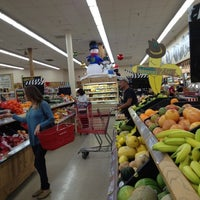 Photo taken at Trader Joe's by Meedo .. on 11/28/2011