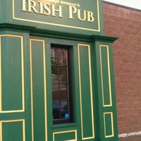 Photo taken at Hennessy's Irish Pub & Restaurant by Cathy on 9/29/2011