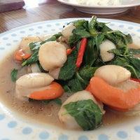 Photo taken at ร้านอาหารปากคลอง ชะอํา by Pom P. on 5/24/2013