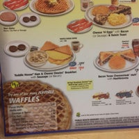 Photo taken at Waffle House by Ms. W. on 9/22/2013