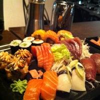 Foto tirada no(a) Carcavelos Sushi por Vítor G. em 3/11/2013