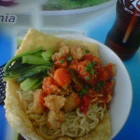 Photo taken at Hot Cui Mie by Gladys S. on 4/28/2013