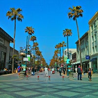 Photo taken at Third Street Promenade by Kiat 明. on 3/29/2013