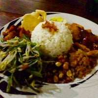 Photo taken at Warung Lokal by げる は. on 9/26/2015