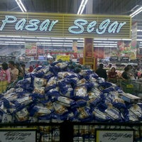 Photo taken at Giant Hypermarket by Bahtiar R. on 6/15/2013