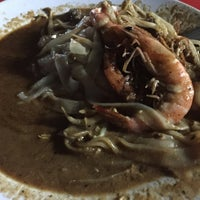 Photo taken at Matary Alma Char Koay Teow by Vincent B. on 11/7/2015