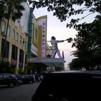 Photo taken at Metropolis Town Square by √ênniέ •̃⌣•̃ √ҼĻõ√Ҽ ^. on 5/5/2013