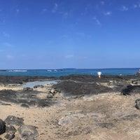 Photo taken at Hōnaunau Bay Puʻuhonua Pt. by Minh-Kiet C. on 8/12/2015