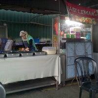Photo taken at Nasi Lemak Angsana Desa Pandan by azizi a. on 1/16/2013