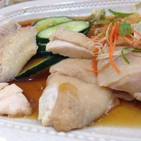 Photo taken at Mr. Chicken Rice by Dianne T. on 4/24/2014