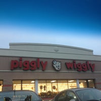 Photo taken at Piggly Wiggly by Kristen👸🏻 B. on 3/23/2013