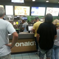 Photo taken at McDonald's by Hugo S. on 8/19/2015