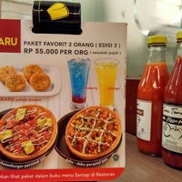 Photo taken at Pizza Hut by Dody S. on 1/27/2016