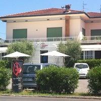 Photo taken at Leos Pizzeria by 👿👿👿Jocker on 7/9/2012
