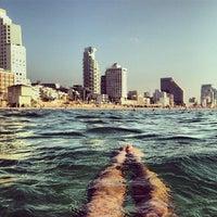 Photo taken at Frishman Beach by Игорь А. on 5/14/2014