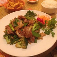 Photo taken at Queen Sushi by Samuel G. on 5/17/2014