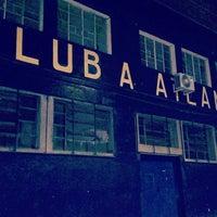 Photo taken at Estadio Don León Kolbowski - Club Atlético Atlanta by Alfredo Gastón G. on 10/21/2016