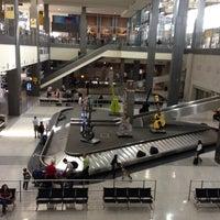 Das Foto wurde bei Austin Bergstrom International Airport (AUS) von Shay T. am 5/28/2013 aufgenommen