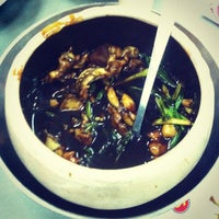 Photo taken at G7 Sinma Live Seafood Restaurant 新马活海鲜 by Derrick G. on 4/12/2013
