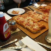 Photo taken at Pizza Hut by V!?Y B. on 9/15/2014