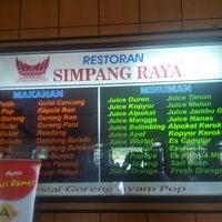 Photo taken at Rumah Makan Simpang Raya by Fahrudin A. on 12/14/2013