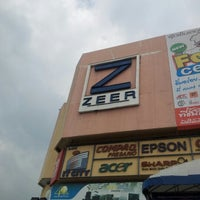 Photo taken at Zeer Rangsit by Hunso Y. on 12/9/2012
