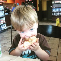 Photo taken at Dunkin' Donuts by Kris K. on 8/14/2015