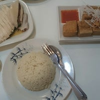 Photo taken at Mr. Chicken Rice by Edgar W. on 12/22/2014