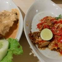 Photo taken at Ayam Tulang Lunak Hayam Wuruk by WillWins on 6/10/2015
