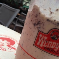 Photo taken at Wendy's by Lili P. on 4/27/2013