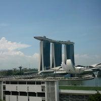 Photo taken at Mandarin Oriental, Singapore by Ton C. on 4/25/2013