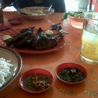 Photo taken at Ayam & Bebek Goreng Palupi by Anita W. on 7/14/2013