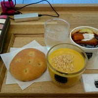Photo taken at Soup Stock Tokyo 京急品川店 by Tommy .. on 6/14/2016