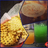 Photo taken at Pluckers Wing Bar by Beckie Q. on 7/29/2013