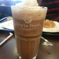 Photo taken at Gloria Jean's Coffees by Hinal T. on 6/22/2013