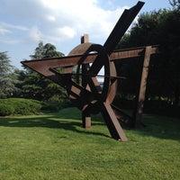Photo taken at National Gallery of Art - Sculpture Garden by KarBel M. on 7/15/2013