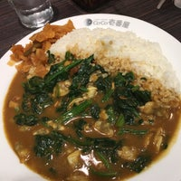 Photo taken at カレーハウス CoCo壱番屋 渋谷区初台店 by Yas I. on 2/6/2016